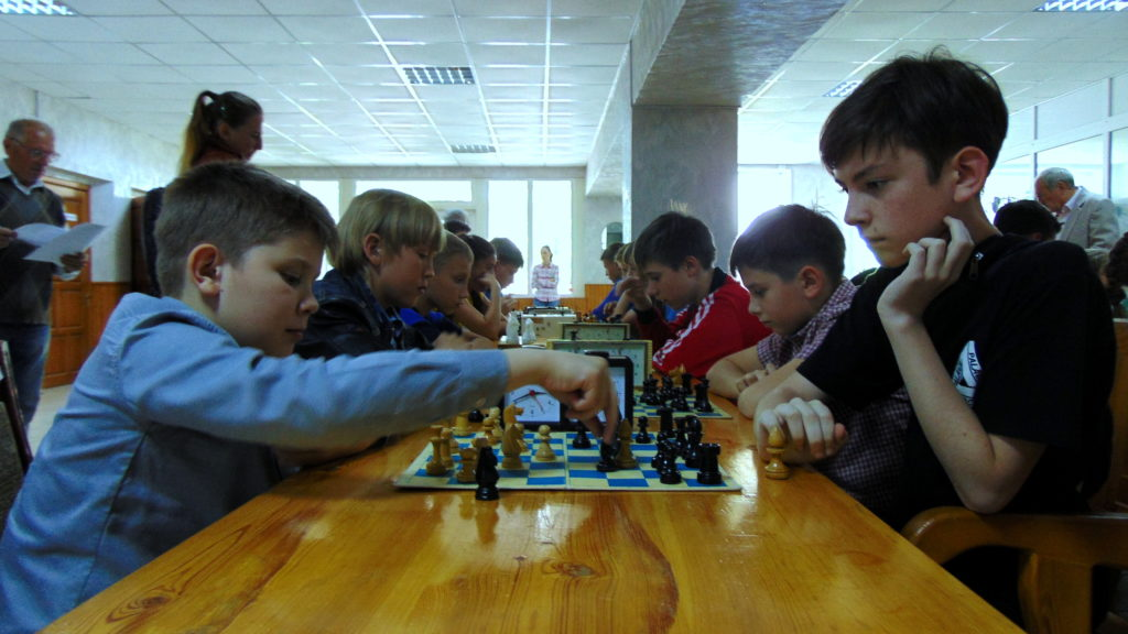 Луганщина: юні шахісти змагаються у Кубку «Юні шахові королі», присвячений пам'яті Івана Михайловича Митько