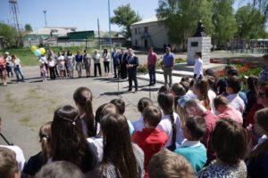 Юрій Гарбуз відкрив погруддя Тараса Шевченка у Міловській гімназії