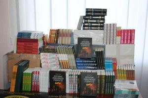 Школи Луганщини отримали плакати з новими емблемами військових частин та книги від Львівської області